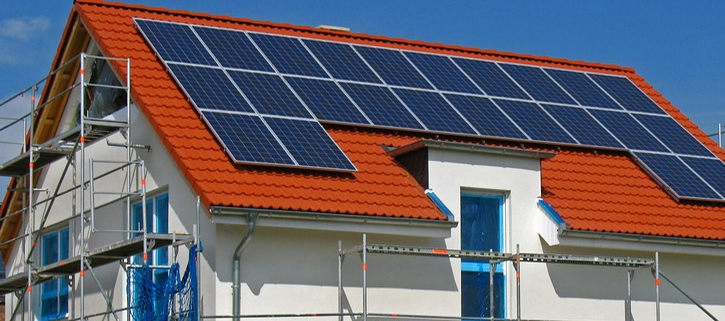 Photovoltaikanlagen Montage - Indach-Montage und Aufdach-Montage